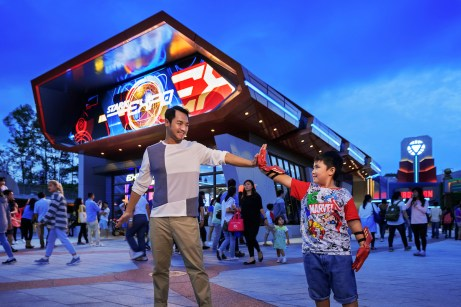 Hong Kong Disneyland_Stark Expo_with model (2)