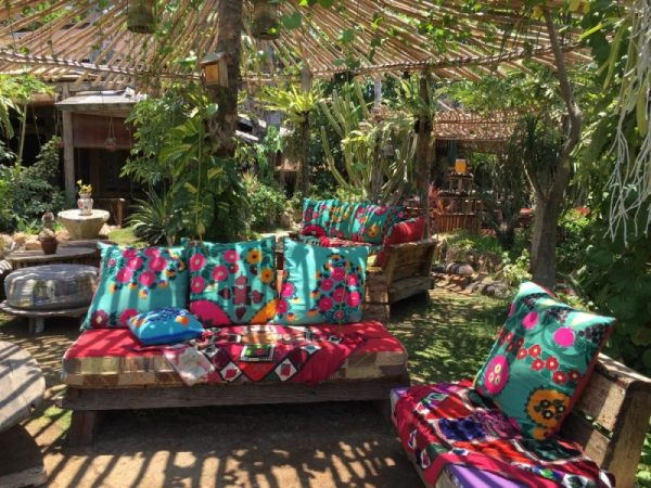 La Laguna is a fabulous beachfront restaurant in Cengdu. Go there for brunch, lunch, sundowners or dinner. I promise you'll be reluctant to leave