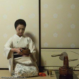 Yokosan prepares tea