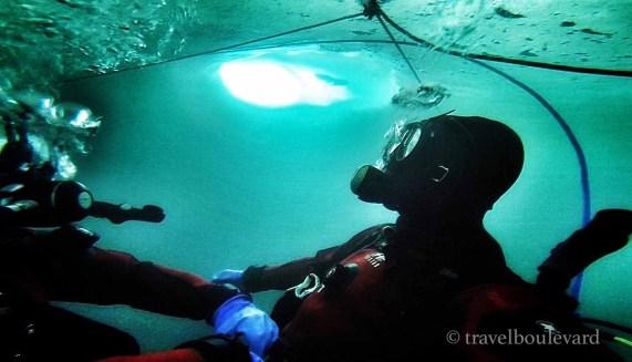 ice-diving-tignes26