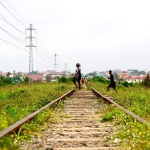 Gleise Accra - Tema