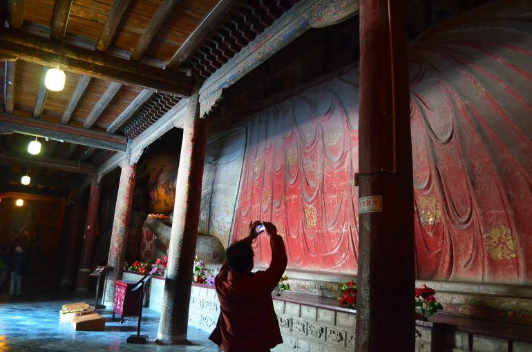הבודהה הגדול - מבנה עץ בן קרוב ל-1000 שנים (צילום: נוגה פייגה)