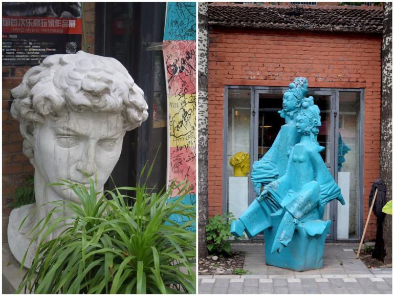 פסלים בסגנונות שנים ברחבי אזור האמנות 798 (צילום: טל ניצן)