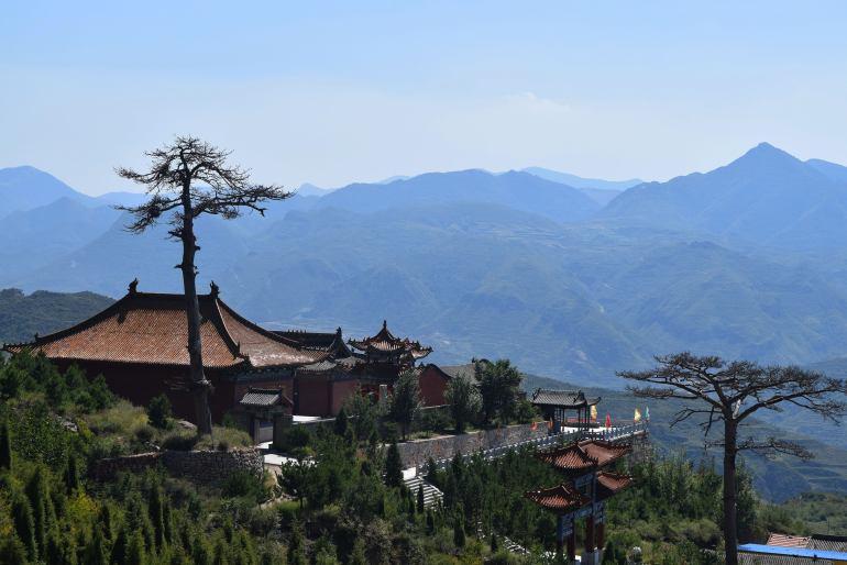 המבנים הסינים משתלבים בנוף. הר חנג (צילום: טל ניצן)