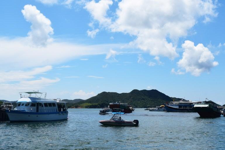 סירות עוגנות בנמל סאי קונג (צילום: טל ניצן)