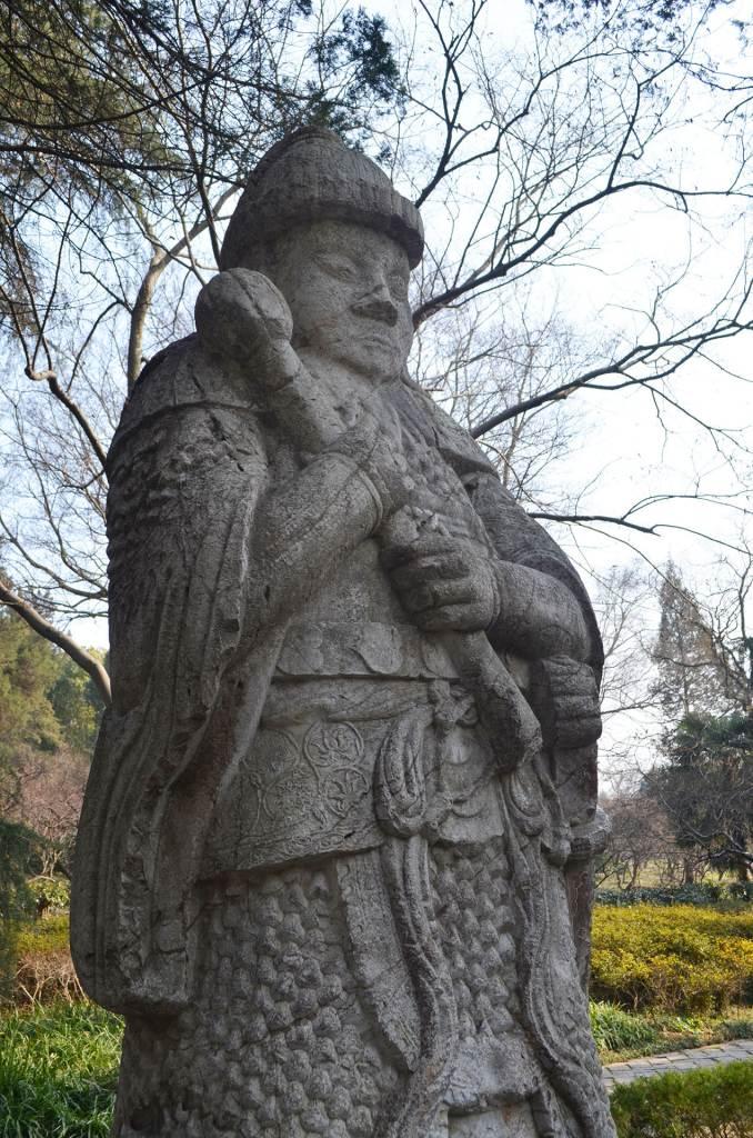פסלי שומרים ושרים. מלווים את הקיסר בדרכו האחרונה (צילום: נוגה פייגה)