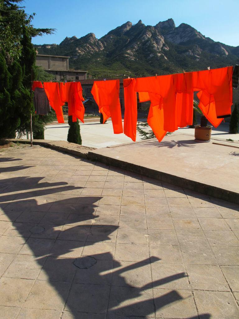 בגדי הנזירים (צילום: אמיתי קרני)