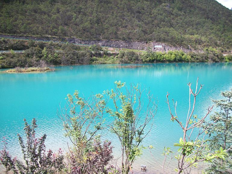 אגם הירח הכחול. מחליף צבעים במהלך היום (צילום: נוגה פייגה)