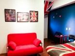 標準套房提供完整的住宿需求,圖為英國主題套房。