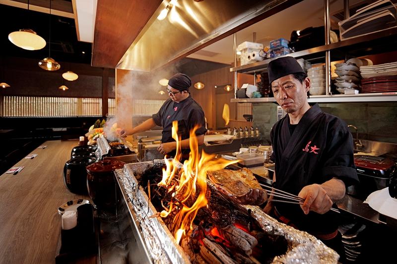 日式火焰秀+船槳送餐    炭火燒烤新體驗