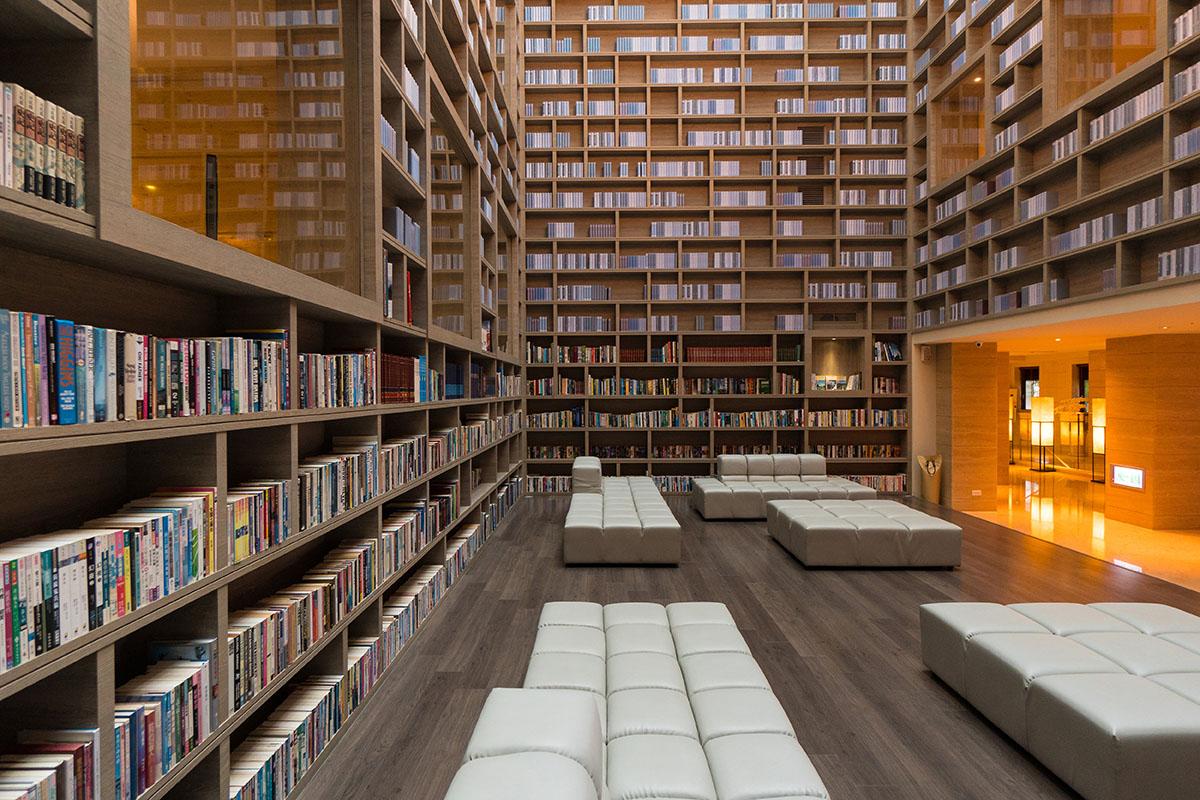 五千冊環繞藏書閣,譜寫光陰故事
