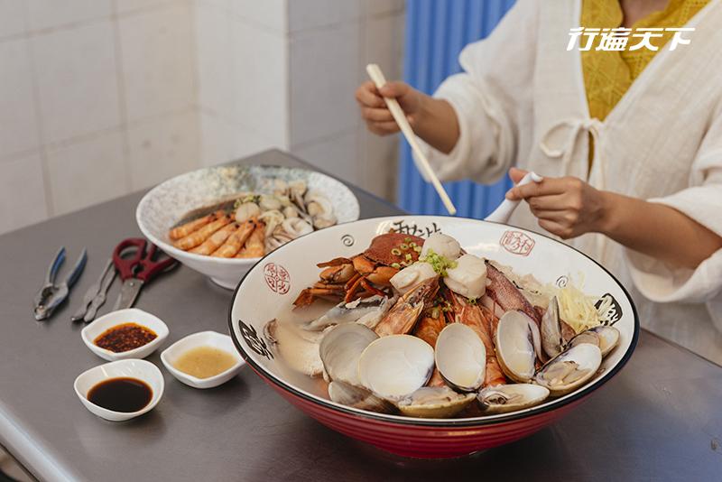 用臉盆吃粥?台南獨有巨無霸海鮮飯湯霸氣上桌