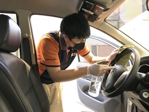 格上嚴密佈署防疫措施,使用次氯酸水進行全車清洗並加強車窗、方向盤、手排檔、中控台消毒。格上租車提供