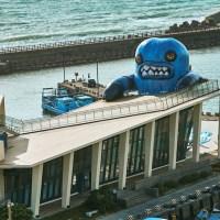 屏東恆春|外星怪獸入侵恆春半島?最新藝術地標春江獸佔據看海美術館