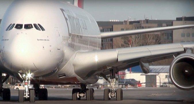 Największy pasażerski Airbus A380 Emirates wylądował w Warszawie