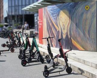 Polacy ryzykują jeżdżąc rowerami lub hulajnogami