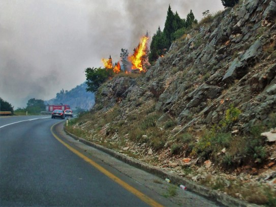 montenegro-roadside-fires-3