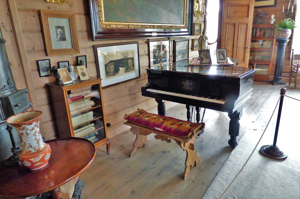 The Steinway piano at the Edvard Grieg Museum