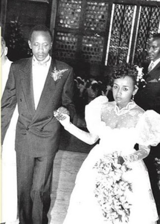 Uhuru weds Margaret. She met him in Mombasa and later on tied the knot at Holy Family Basilica in Nairobi in 1989.