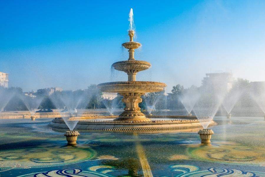 Fontana nel centro di Bucarest