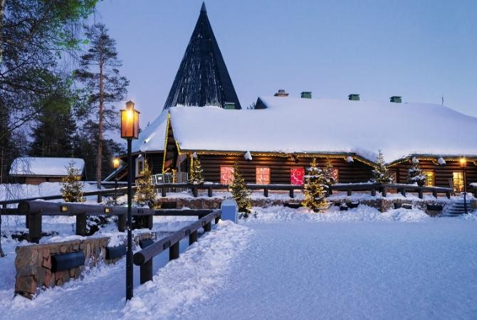 Villaggio di Babbo Natale innevato