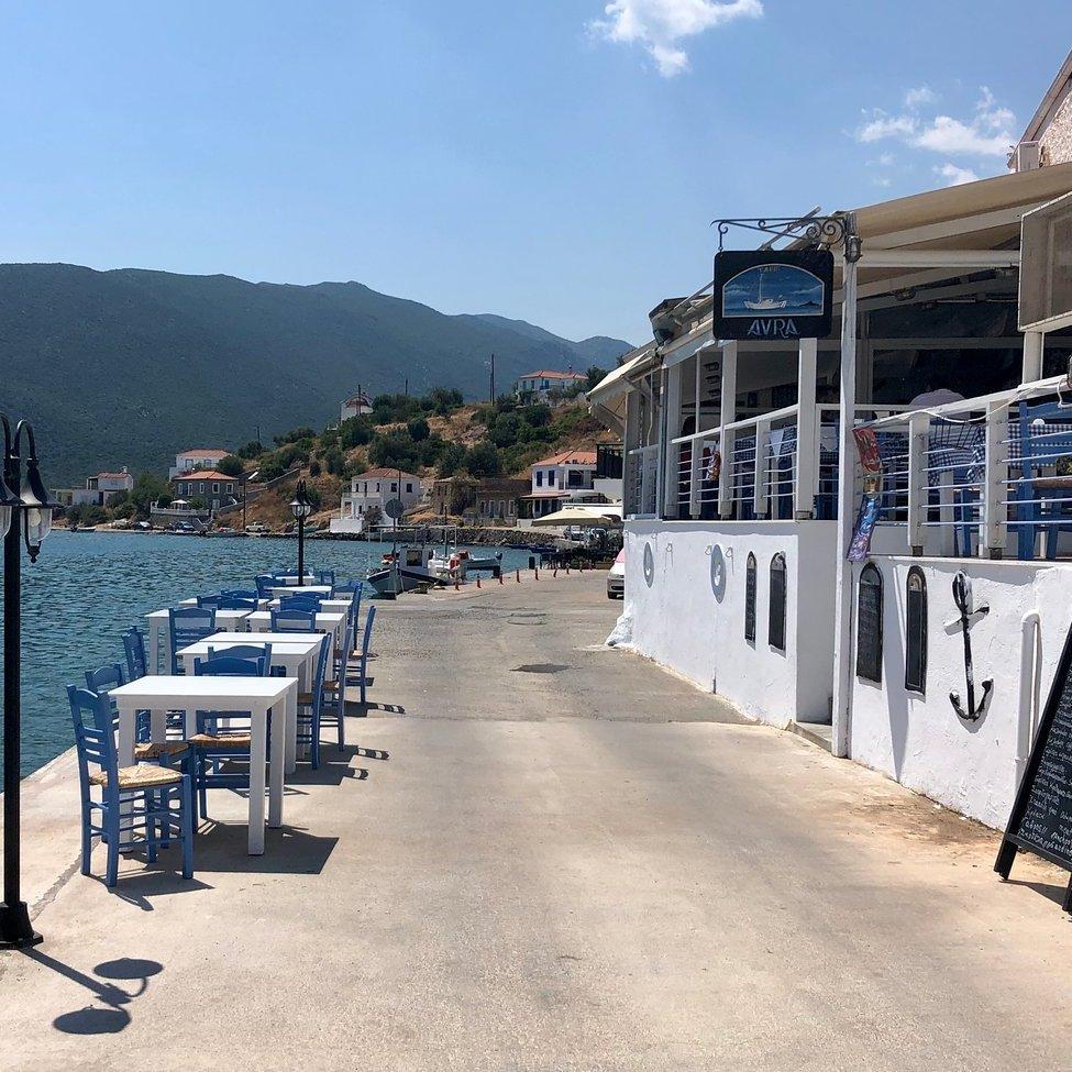 Taverna Avra al porto di Gerakas