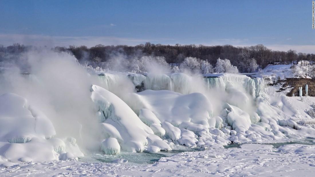 Niagara Falls Moving Wallpaper Niagara Falls One Of The Largest Waterfall In The World