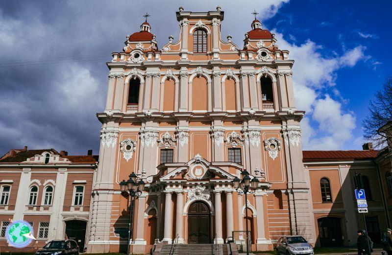 Vilna- Fachada rosa de la iglesia de San Casimiro r1