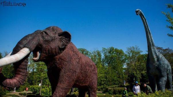 Minigolf con mamut gigante