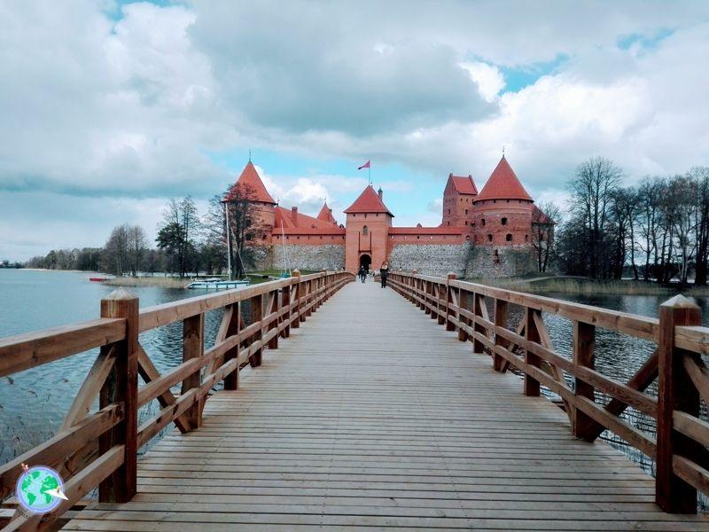 Puente que da acceso al Castillo Trakai