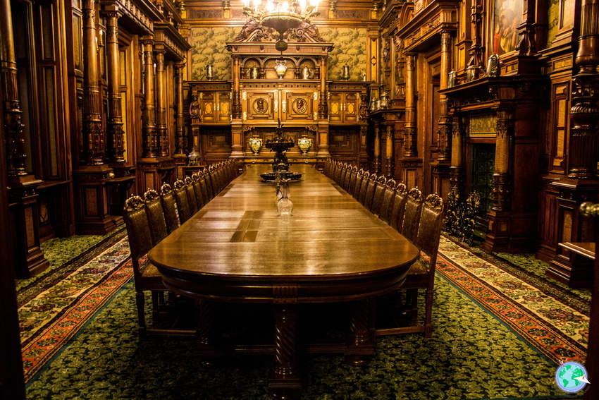 Mesa del gran salón