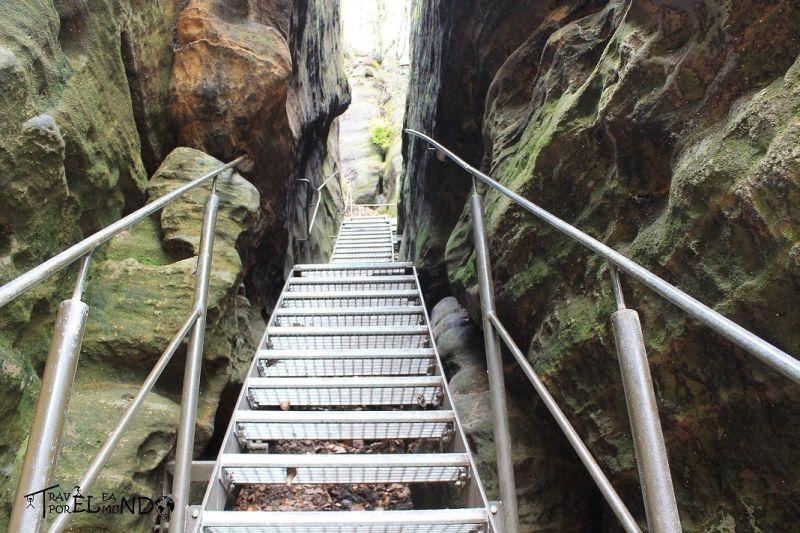 Escaleras metálicas para acceder a la parte más alta