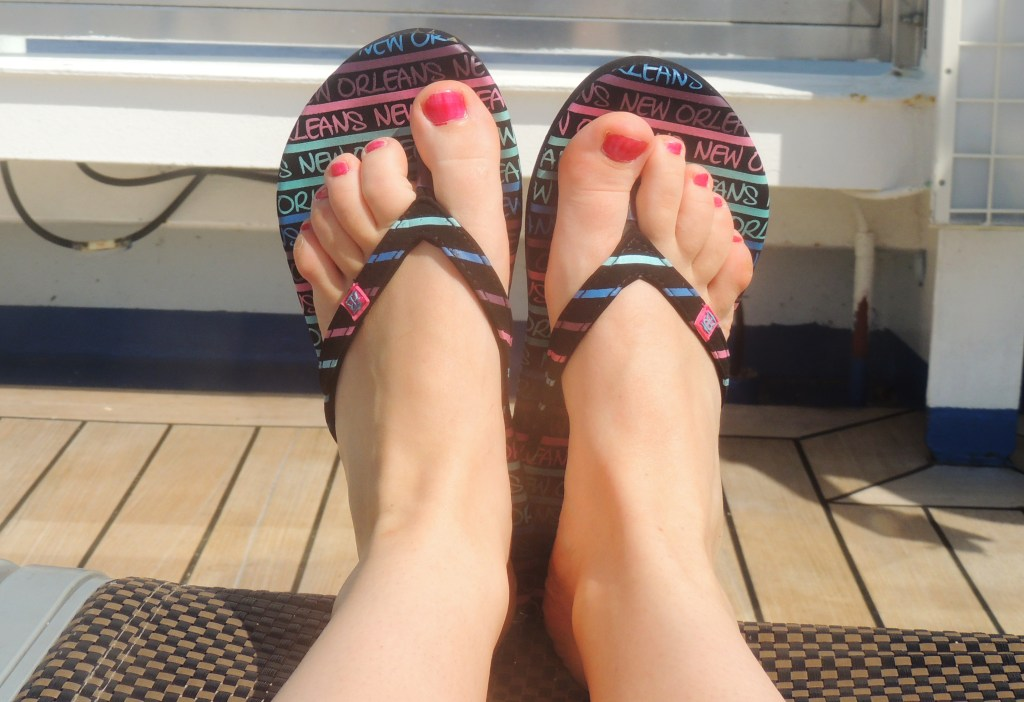 Cruise Packing list what to wear on your cruise - shoes and accessories - flip flops for cruise