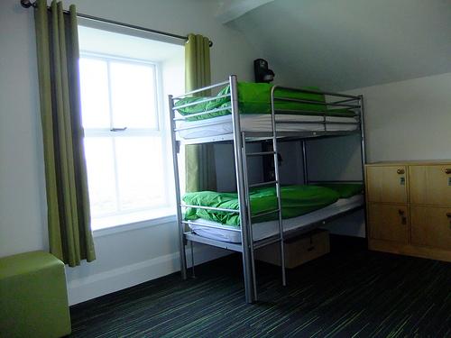 簡易宿泊所は生活保護受給者やホームレスの生活拠点にも。「普通に1Rとか1Kとか借りた方がよっぽど安いじゃねえか 」とのネットの声も。