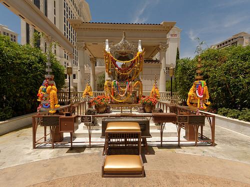 タイの首都バンコクにあるエラワン廟は願いを叶えるパワースポット!