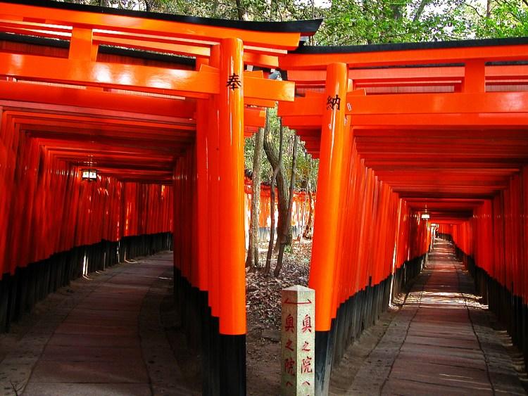 伏見稲荷大社の千本鳥居特集!意味や由来をご紹介します。