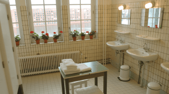 lloyd-hotel-shared-bathroom-for-one-star-rooms.png.1024x0