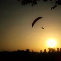 Paragliding in Warsaw suburbs / Paralotniarstwo na przedmieściach Warszawy