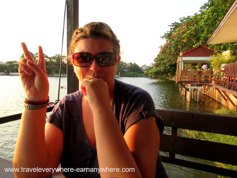Evening drinks and dinner by the lake in Bangkok