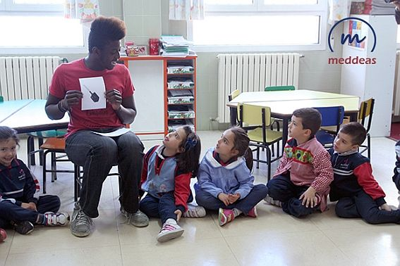 Teaching English at Meddeas