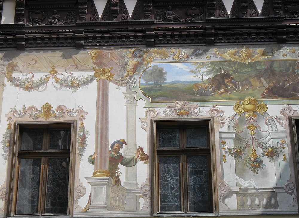 The paintings in the inner courtyard