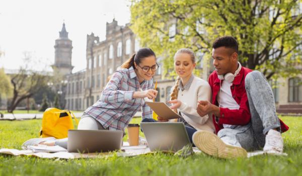 Studying Abroad In Australia vs The US – A Comparison Guide