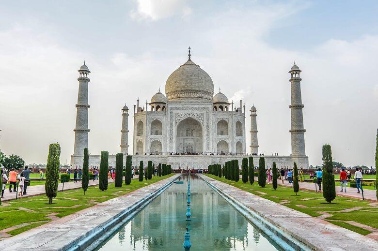 can you go inside the taj mahal