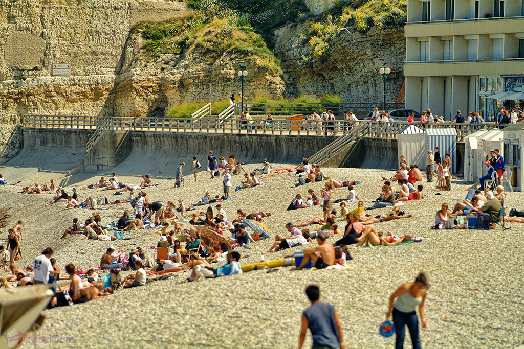 Crowded beach of Etretat
