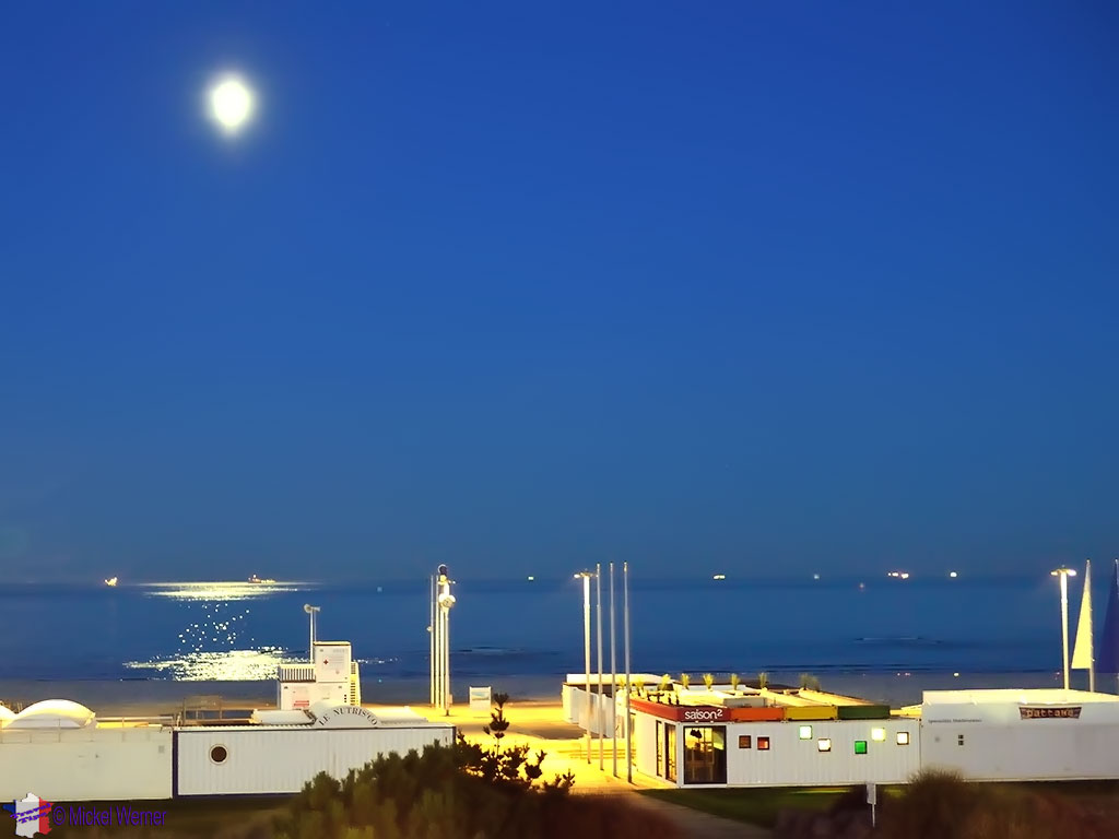 Le Havre beach restaurants at night