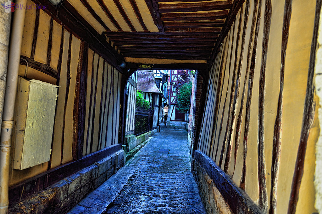 Small alleyway in Rouen inner city
