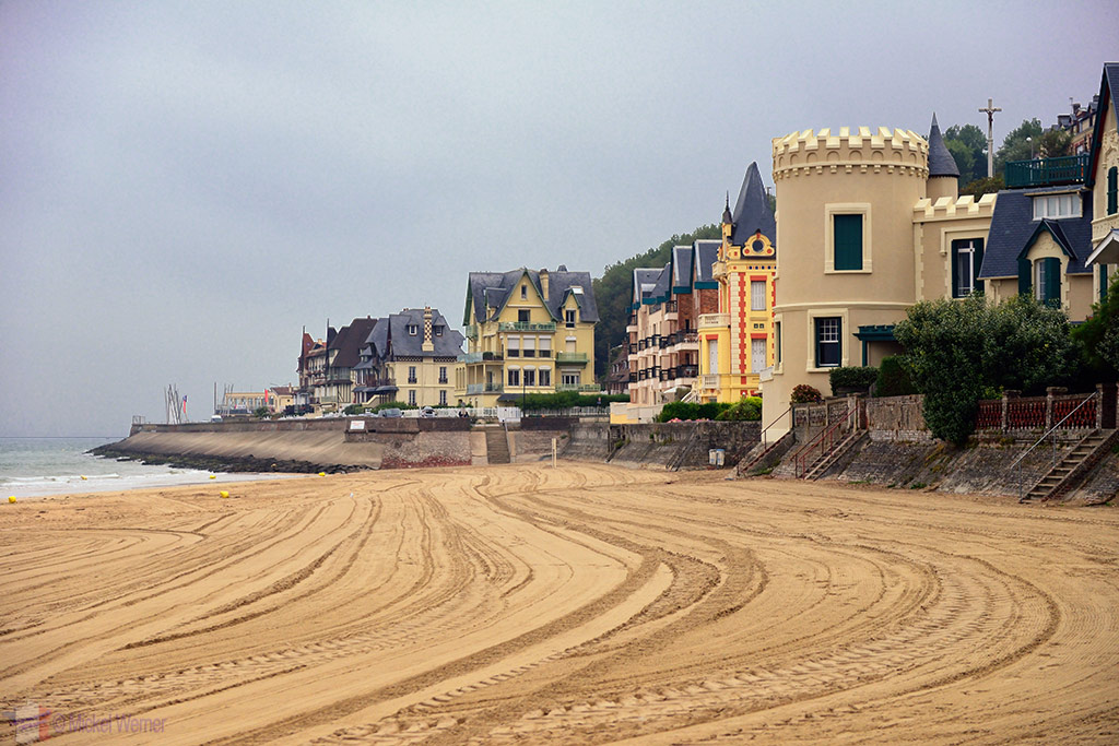 Towards the end of the beach of Trouville-sur-Mer