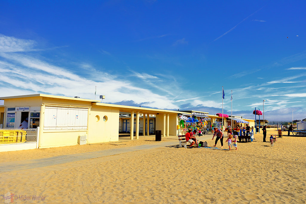 Shops & facilities on the Trouville-sur-Mer beach