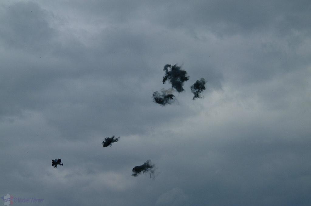 La Ferte Alais aeronautical show, anti-aicraft canon shells in the air