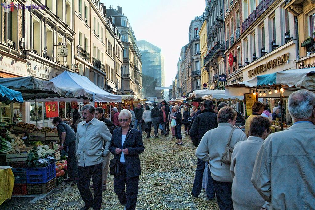 """Rouen Annual """"Fete du Ventre"""" Festival"""